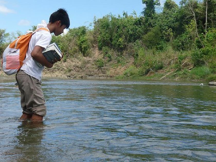 Sem título 12 - Para ir à escola, tinha que andar por duas horas e atravessar um rio: hoje ele estuda em Harvard