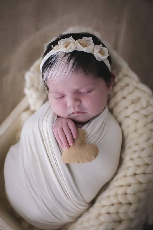 bebefranja 6 - Bebê nasce com mexa de cabelo branca e encanta com tamanha beleza