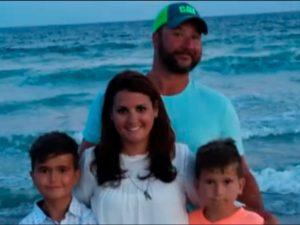 familia encontra um milhao em estrada 300x225 - Pura Honestidade : Família encontra 1 milhão de dólares e devolve tudo