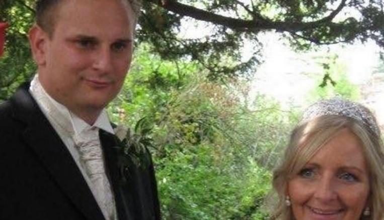 lauren julie paul - Mãe vai à lua de mel da filha, fica com o genro e engravida nove meses depois