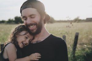 caroline hernandez TMpQ5R9mbOc unsplash 300x200 - Estudo indica que ter uma filha faz com que os homens sejam menos machistas