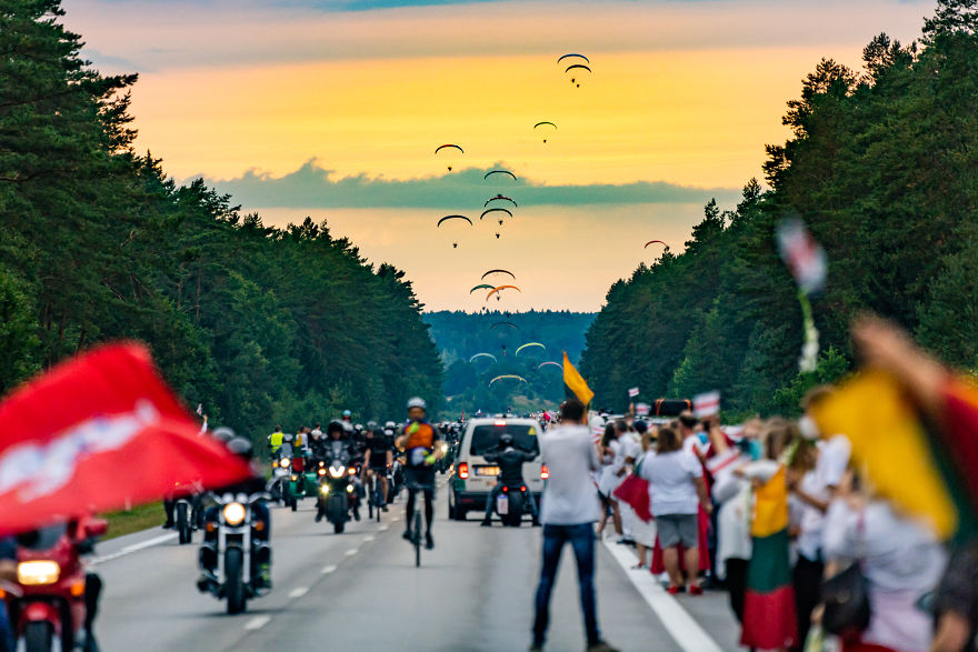 V1 04753 5f441cb091dc9 880 - Uma corrente humana com 50 mil lituanos em apoio a democracia do seu vizinho Belarus