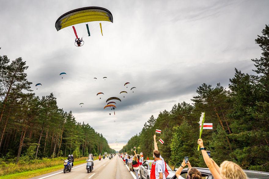 V1 04805 5f441cb3b5ec0 880 - Uma corrente humana com 50 mil lituanos em apoio a democracia do seu vizinho Belarus