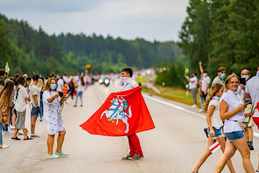 V1 05203 5f441cc482658 880 - Uma corrente humana com 50 mil lituanos em apoio a democracia do seu vizinho Belarus