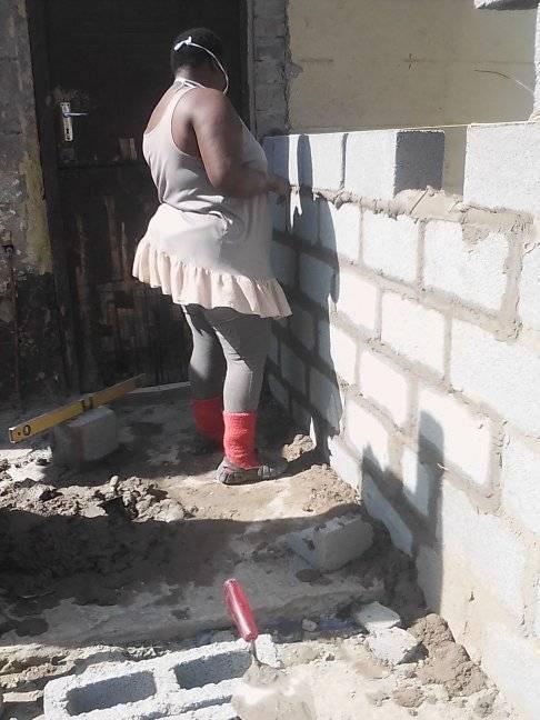 117702850 2743393482651331 2228909031485298052 n 1 - Mulher de 24 anos constrói casa própria sozinha depois de deixar os estudos de engenharia por falta de dinheiro