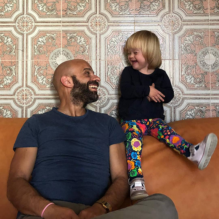single dad adopts baby with down syndrome luca trapanese 3 5dde6f64077ab 700 - Este pai solteiro adotou uma menina com síndrome de Down que foi rejeitada por 20 famílias