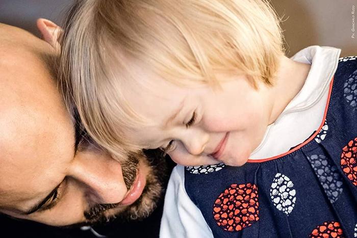 single dad adopts baby with down syndrome luca trapanese 5 5dde6f67e7197 700 - Este pai solteiro adotou uma menina com síndrome de Down que foi rejeitada por 20 famílias