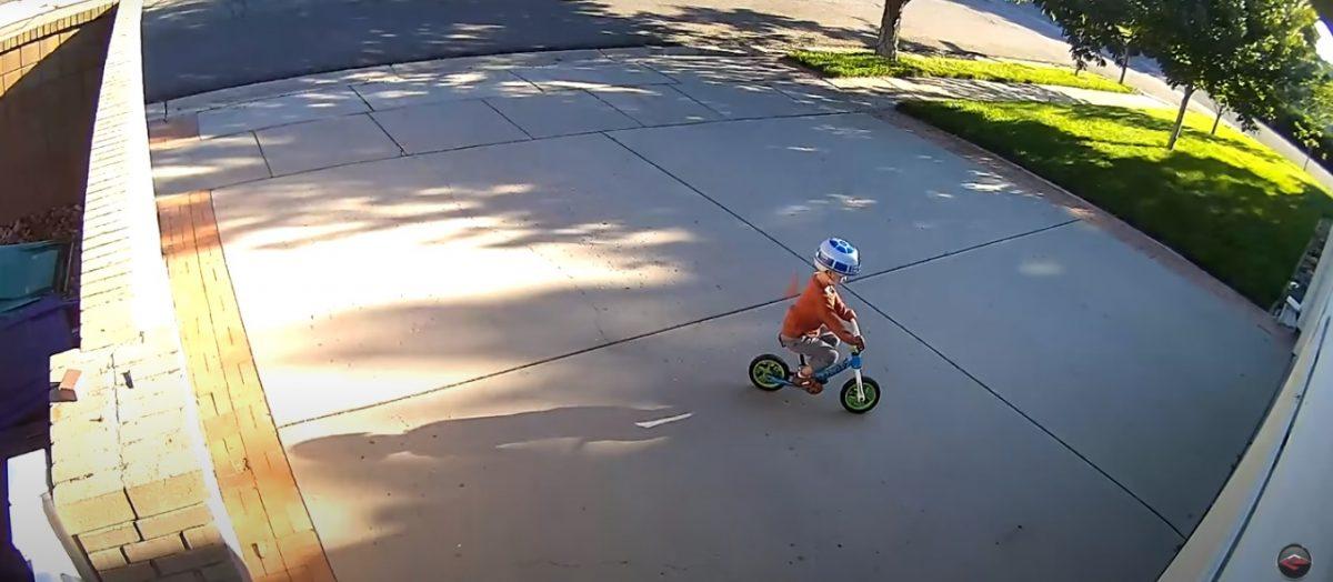 vi2 scaled - Todo dia um menino andava de bicicleta em frente a sua garagem e fazia o alarme de segurança tocar, ele então tomou uma atitude inusitada.