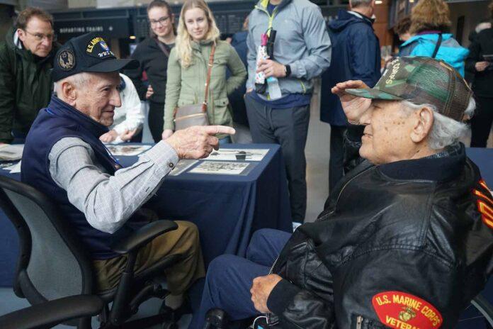 2 senior war veterans WWII Museum NOLA submitted by Jo Gilbert 696x464 1 - Em vez de colocá-lo no lar de idosos, o neto leva o avô de 95 anos para uma viagem épica