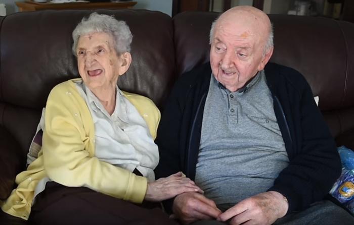 98 year old mother care home 80 year old son ada tom keating liverpool 9 59f6e08917fec 700 - Mãe de 98 anos muda-se para uma casa de repouso para cuidar de seu filho de 80 anos