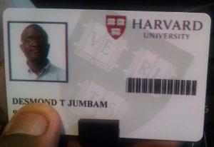 EkB36LkWoAAdGnh 300x206 - Da extrema pobreza para Harvard, conheça a história inspiradora deste jovem africano