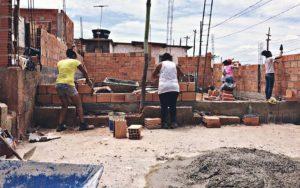 1 20 300x188 - Projeto leva conhecimento e capacitação para mulheres brasileiras construírem suas próprias casas