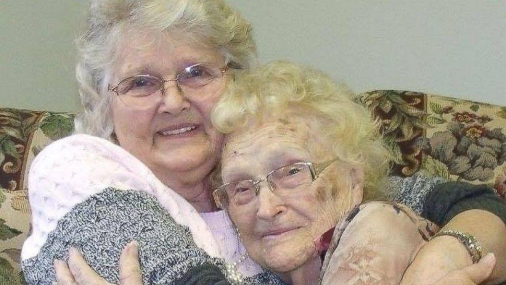 HT Mother Daughter 5 ER 160203 16x9 992 1 - Mãe e filha se reencontram após 82 anos separadas