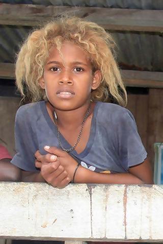 1 1 1 - Conheça os melanésios, os únicos negros do mundo com cabelos loiros naturais