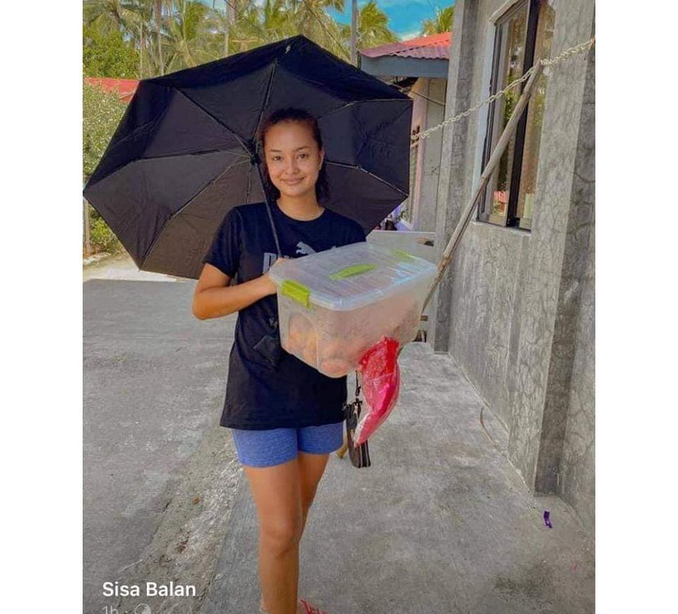 Humble Sinulog Queen 20206 - Durante a pandemia Miss vende doces na rua para ajudar nas despesas da família