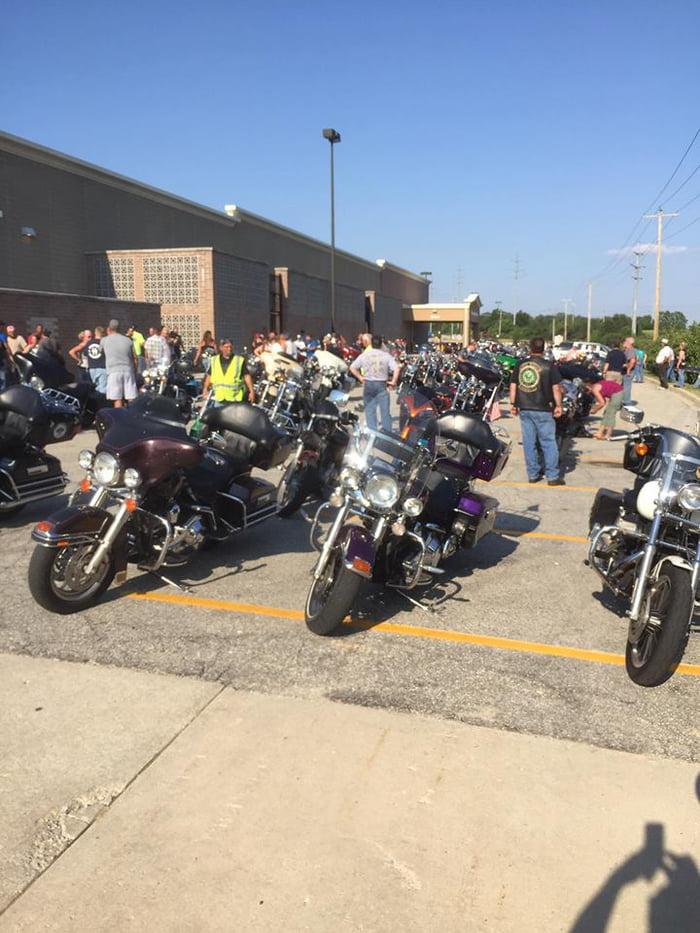 a6O8eER 700b 1 - Em estado terminal ele queria ouvir o rugido de uma Harley pela última vez, 200 motociclistas vêm para realizar seu desejo