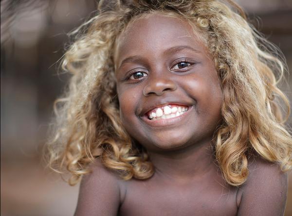 negros salomao3 - Conheça os melanésios, os únicos negros do mundo com cabelos loiros naturais