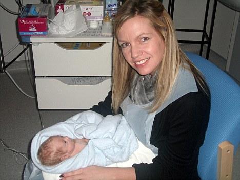 article 1262398 08E2A73D000005DC 434 468x352 - Mãe é colocada em coma induzido para salvar a vida dela e de seu filho ainda não nascido
