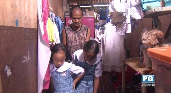 pic300 - Pai deixa de comer para poder bancar refeição das filhas em data especial